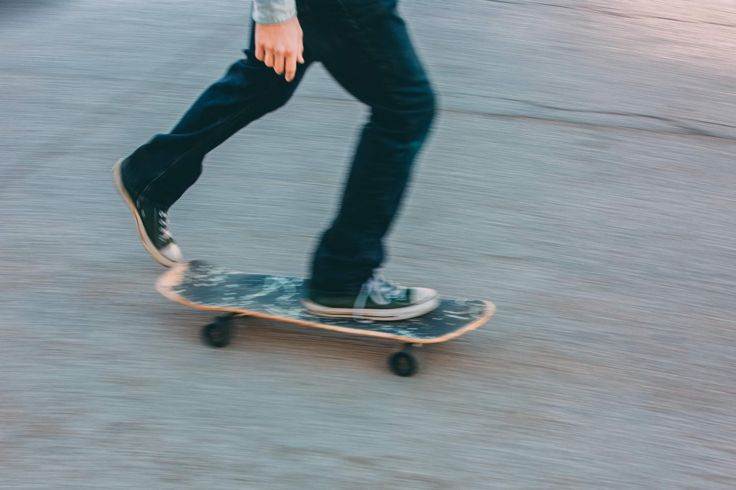 man på skateboard
