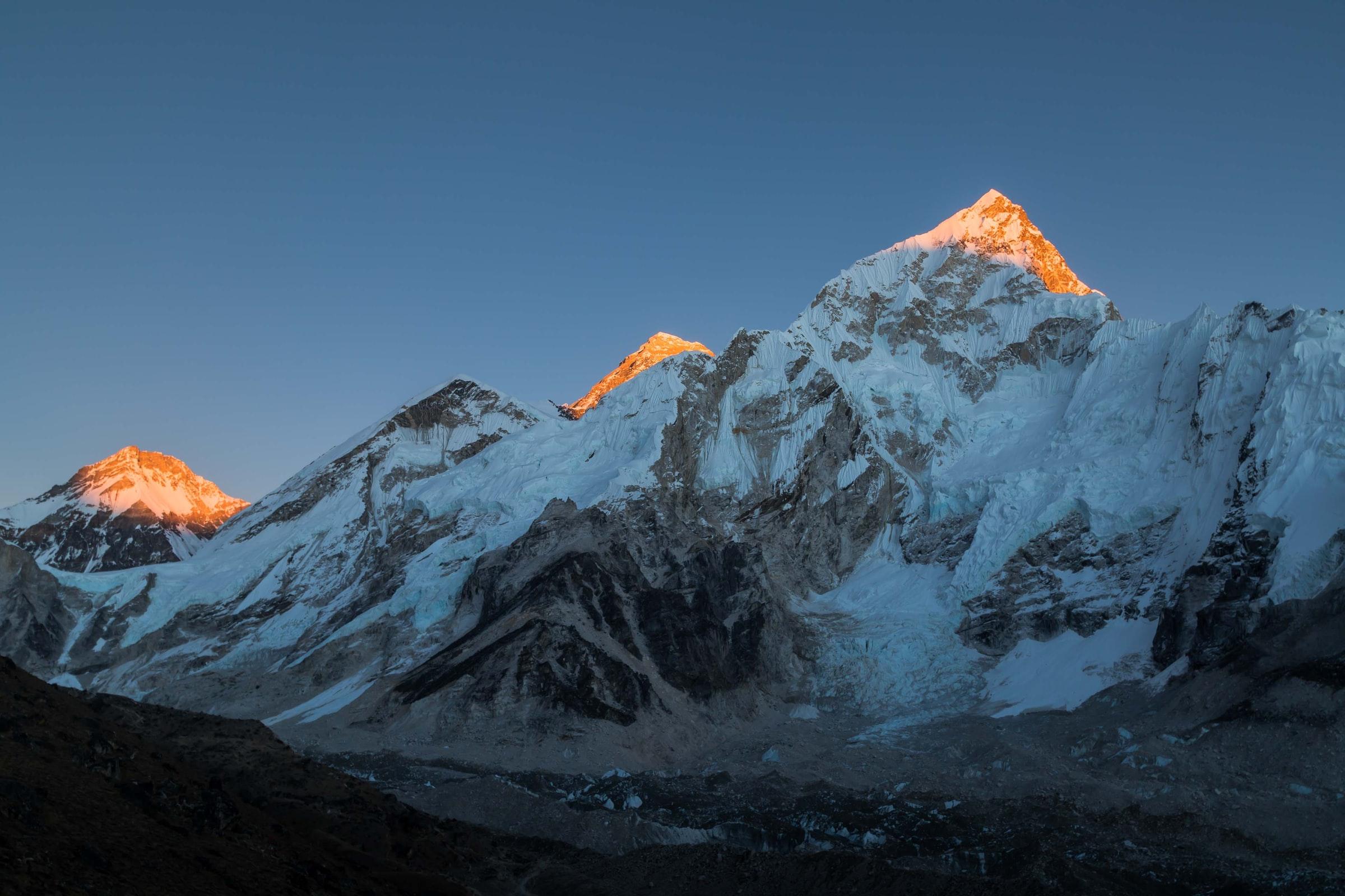 mount everest i solnedgång